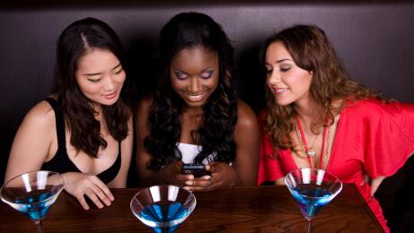 celular bar chicas